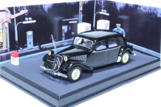 Citroen Traction 11 1950, musta